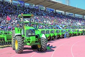 Municipios reciben tractores para fortalecer su producción agrícola