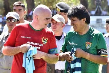Evo Morales saluda los 113 años de la FIFA y pide fútbol sin discriminación