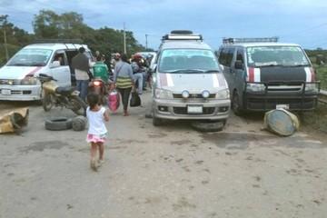 Transportistas de Santa Cruz bloquean vías hacia la Chiquitania