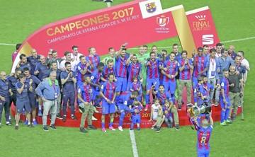 Barça se consuela con otra Copa del Rey