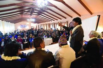 MAS: Evo reprende a los asambleístas por celos internos