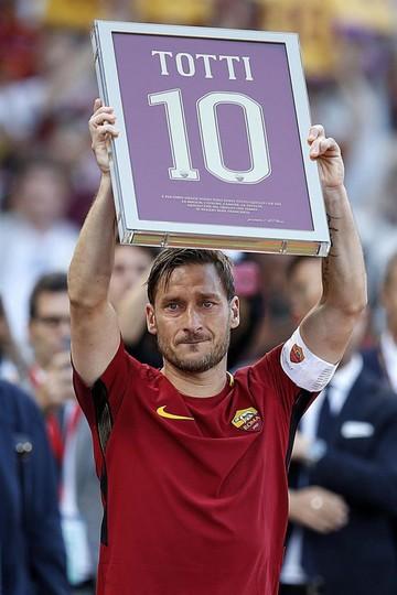 El Roma gana a Génova en el adiós de Totti