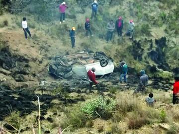 Villa Charcas: Accidente vial acaba con dos vidas