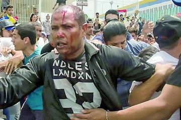 Venezuela: Muere un militar retirado y  persisten las protestas