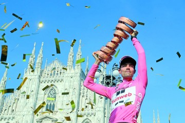Dumoulin supera a Quintana en la crono y conquista el Giro