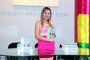 Joven escritora presenta su poemario en Sucre