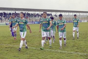 Petrolero juega en Ecuador sin DT ni equipo completo