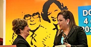 Torres recibe el premio de crónica periodística