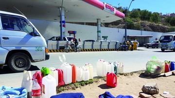 Prestan y venden bidones para cargar combustible