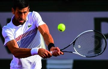 Djokovic avanza a cuartos de Roland Garros