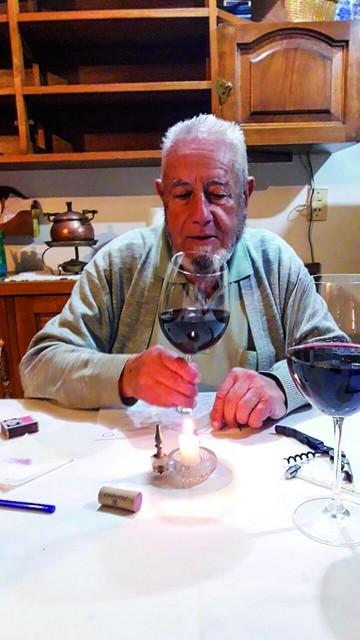 Un apasionado del vino enseña a degustarlo
