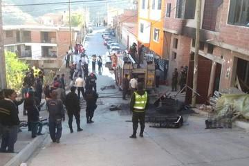 Sucre: Evacúan a tres personas tras incendio que provocó daños materiales