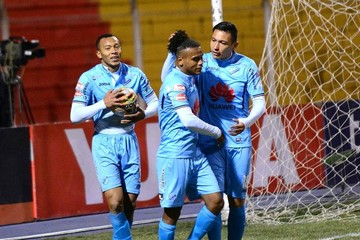 Bolívar golea a Nacional y acaricia el título de la Liga