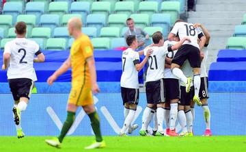 Alemania gana sufriendo