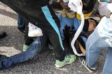Un joven asesinado por guardias deja nueva jornada de protesta en Venezuela