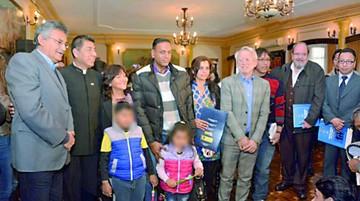 Cuatro refugiados logran la nacionalidad boliviana