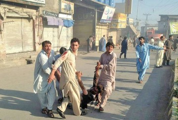 Pakistán: Triple ataque deja decenas de muertos