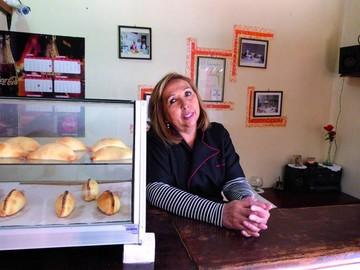 """Salteñería y pastelería """"El Hornito"""" resguarda las tradiciones desde hace más de 60 años"""