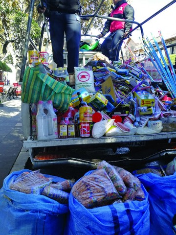 San Juan: Decomisaron comestibles y pirotecnia