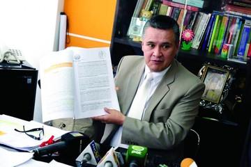 León acusa a Zapata de negociar con la Fiscalía penas leves