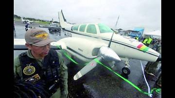Santa Cruz: Policía recibe una avioneta