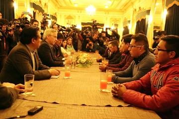"""Transportistas denuncian que uno de los nueve bolivianos es un """"chutero"""""""