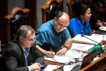 """Ministro Ferreira niega acusación de """"uso indebido de influencias"""""""