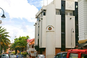 Procesan a dos ex jueces por maltrato a una niña