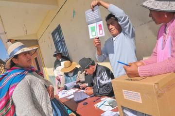 Alta participación marca referéndum autonómico