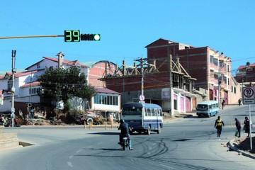 Instalan semáforos en la avenida Juana Azurduy