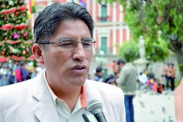 Félix Patzi plantea cerrar las nueve gobernaciones