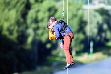 Alemania: Rescatan a 65 personas de un teleférico