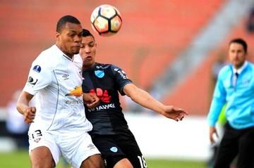 Bolívar deja escapar la clasificación en los últimos segundos frente a Liga de Quito