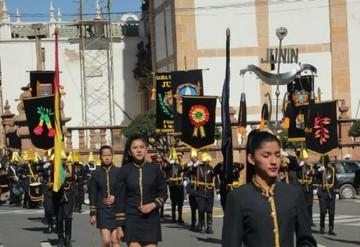 Colegio Azul desfiló con sus promociones