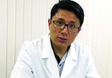 Médico experimenta para tratar cáncer en la sangre