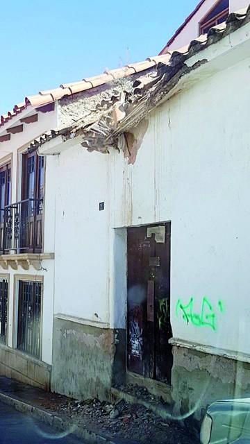 Casas abandonadas ponen en peligro a transeúntes
