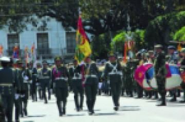 Militares festejaron 192 años de las FFAA