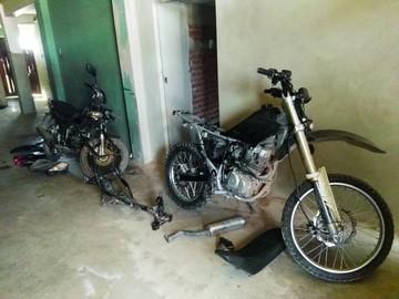 Caen tres sujetos por robar motocicletas