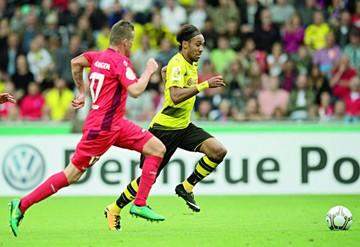 Aubameyang guía al Dortmund y Bayern avanza
