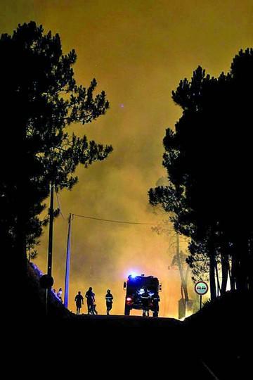 Portugal pide ayuda para frenar ola de incendios