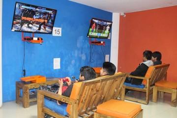 """""""@tajo Internet"""", en el centro de Sucre, la sala de videojuegos más grande del sur"""