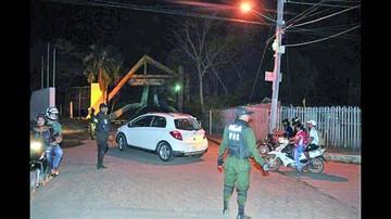 Policías cierran frontera con Brasil por las noches
