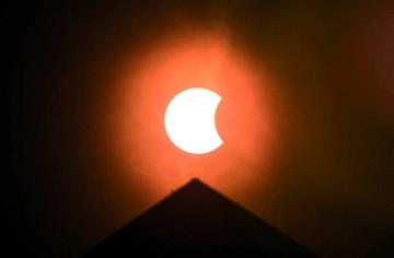 Eclipse de sol impresiona en EEUU y Centroamérica
