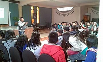 """Joven dicta charlas para mejorar porcentajes de ingreso a la """"U"""""""