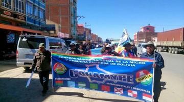 Comienzan marcha de Patacamaya  a La Paz en contra de la ropa usada