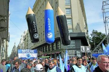 Gremios marchan contra Macri y anticipan huelga