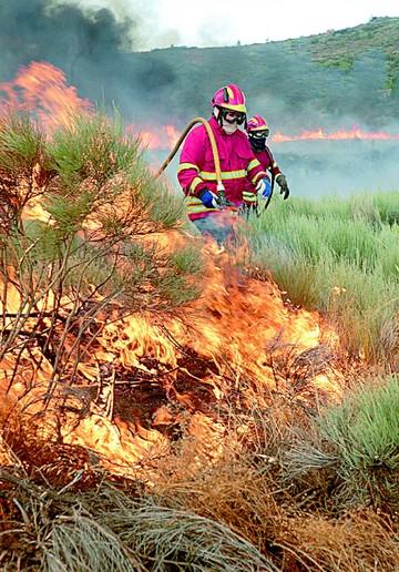Evacuación masiva por más incendios en Portugal