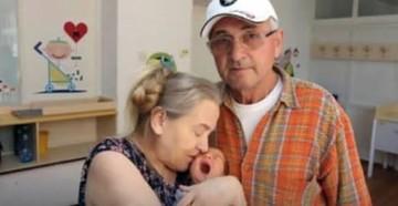 Mujer de 60 años da a luz y su esposo la abandona