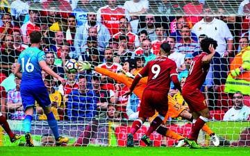 Liverpool y Chelsea celebran en la Premier