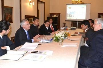 Bolivia analiza la memoria presentada por Chile en La Haya por el Silala